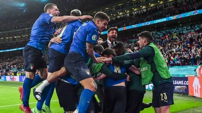 News video: Italien steht im Finale der Fußball-EM