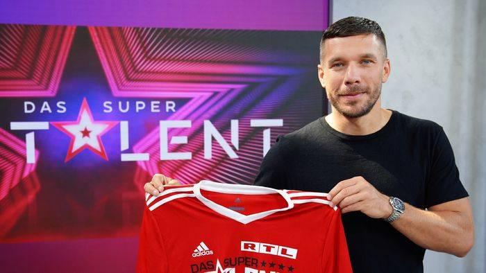 News video: Wer nimmt neben Podolski Platz? RTL gibt