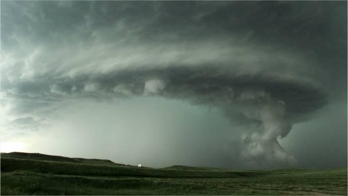 Video: Explosionsartige Gewitterentwicklung: Tornadogefahr in zwei Regionen