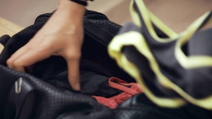 Video: Stinkende Sportkleidung: Wie vertreibt man den Mief? FOL 8.7