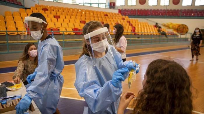 Video: Israel: Regierungschef besorgt Corona-Impfstoff für Teenager