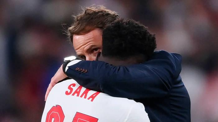 Video: Nach rassistischen Ausfällen gegen englische Nationalspieler: Sacha Baron Cohens Appell an