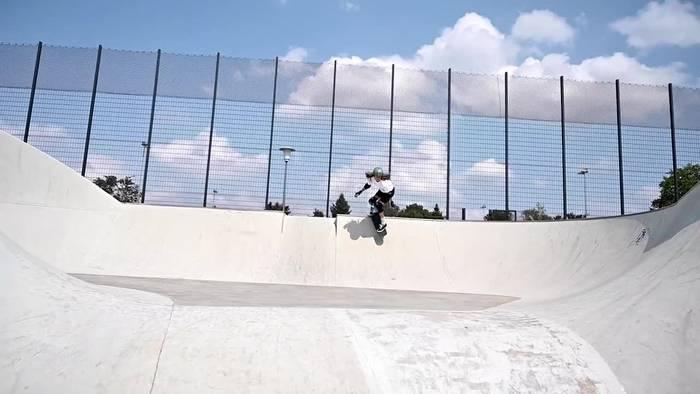 News video: Auf dem Skateboard zur Medaille - Skaterin Lilly hat Spaß am