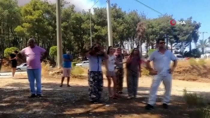 News video: Evakuierungen: Waldbrände bedrohen Wohnviertel ´in der Urlaubsregion Antalya