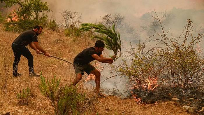 News video: Waldbrände in der Türkei: Kampf gegen mehr als 40 Feuer