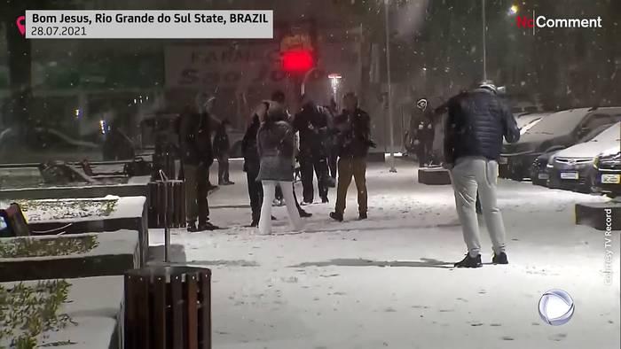 Video: Seltener Schnee in Brasilien (Video)