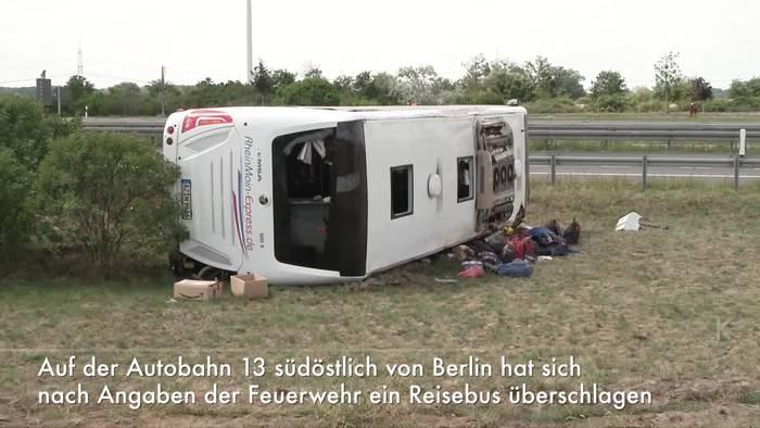 News video: Brandenburg: 19 Verletzte bei Busunglück auf A13
