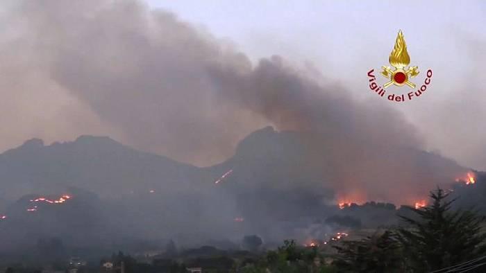 News video: Italien: Flughafen Catania wegen Waldbränden vorübergehend geschlossen