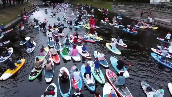 News video: Trotz Corona-Beschränkungen: Tausende beim Stand-up-Paddling