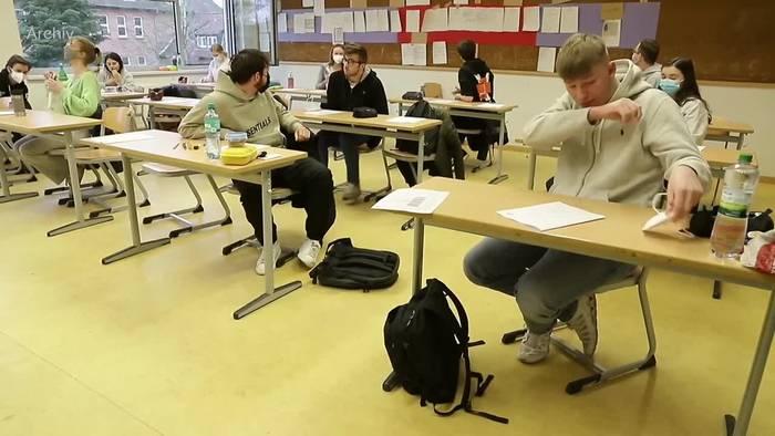 Video: Hälfte der Jugendlichen will zurück zum Präsenzunterricht