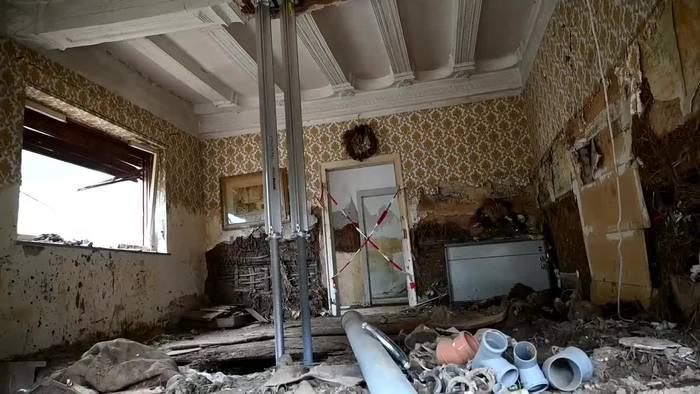 News video: Laschet im Hochwassergebiet: Anwohner beklagen Versagen
