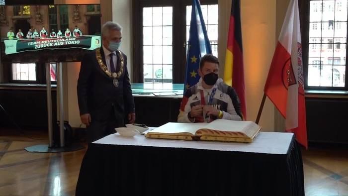 News video: Nach Olympia: Deutsche Athleten in Frankfurt empfangen