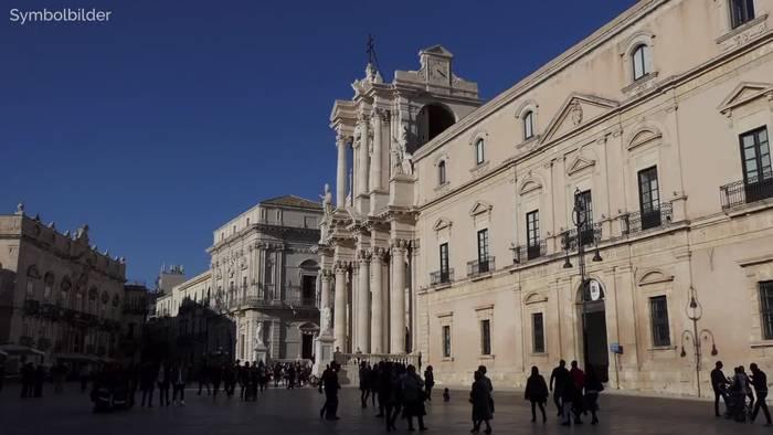 Video: Warnung vor Hitze in Italien - Fast 50 Grad auf Sizilien