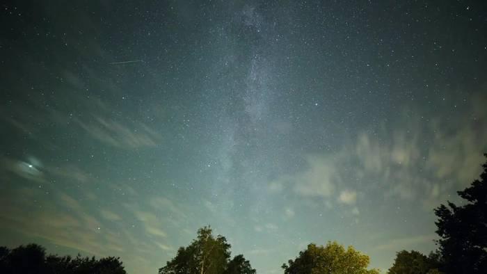 Video: Feuerwerk kosmischer Teile - Perseiden verglühen am