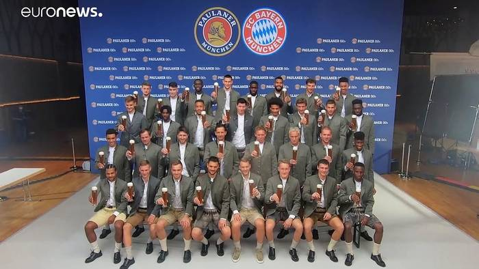 Video: Das Bier auch ohne Wiesn genießen: FC Bayern stößt an!
