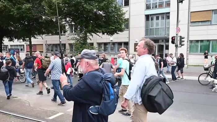 News video: Gegner der Corona-Politik protestieren in Berlin