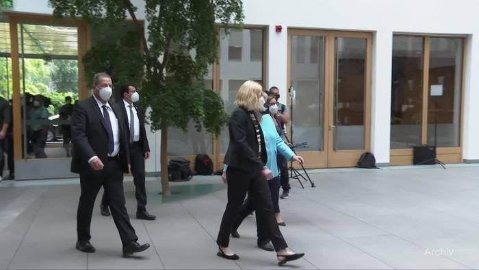 Video: Umgang mit der Linken: Merkel sieht Unterschied zu Scholz