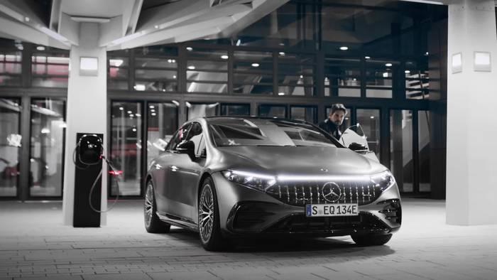Video: Der neue Mercedes-AMG EQS 53 4MATIC+ - AMG DYNAMIC PLUS Paket mit fahrdynamischen Extras