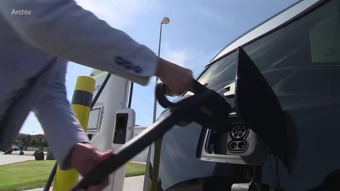 News video: Ladesäulen für E-Autos müssen Kartenzahlung ermöglichen