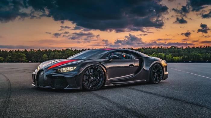 News video: Bugatti liefert die ersten Chiron Super Sport 300+ aus