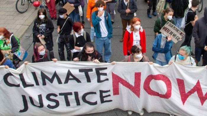 Video: Schule schwänzen für Klimastreiks? Deutscher Lehrerverband übt Kritik