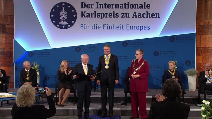News video: Klaus Iohannis nimmt Karlspreis entgegen