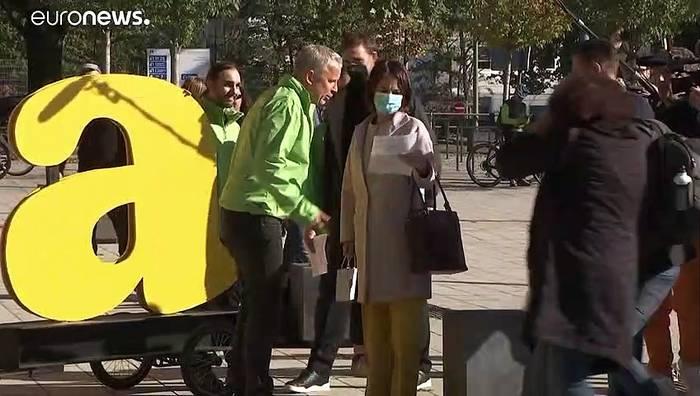 News video: Laschet bleibt vorerst CDU-Vorsitzender - Ampelgespräche gehen Montag weiter