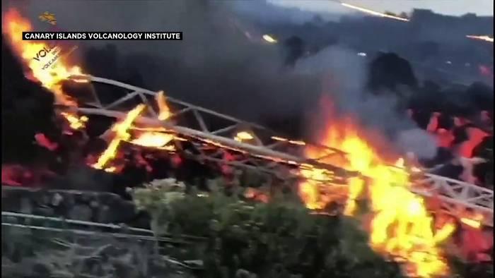 Video: La Palma: Neuer Lavastrom verschlingt Häuser und Strommasten