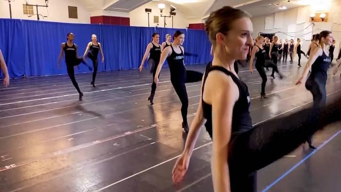 News video: New Yorks legendäre Radio City Rockettes tanzen wieder